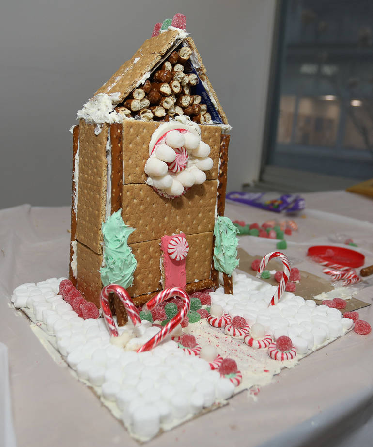 GingerbreadCompetition-181213-003.jpg