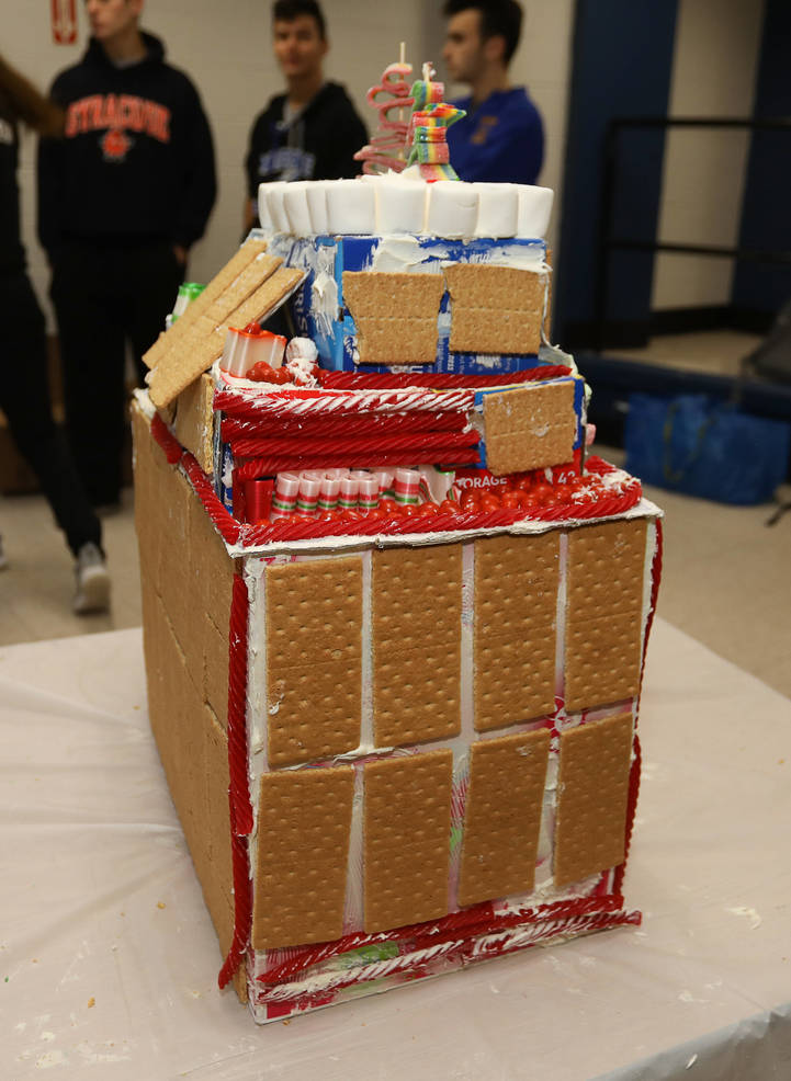 GingerbreadCompetition-181213-004.jpg