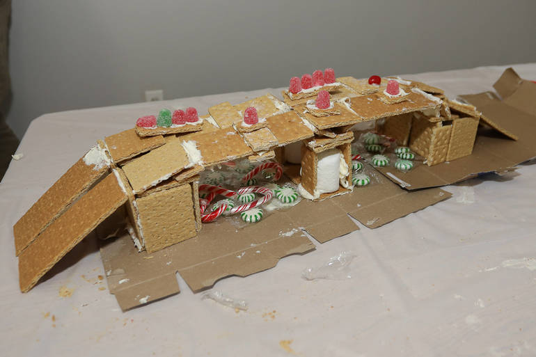 GingerbreadCompetition-181213-008.jpg