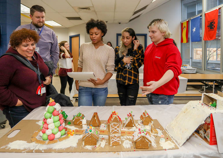 GingerbreadCompetition-181213-014.jpg