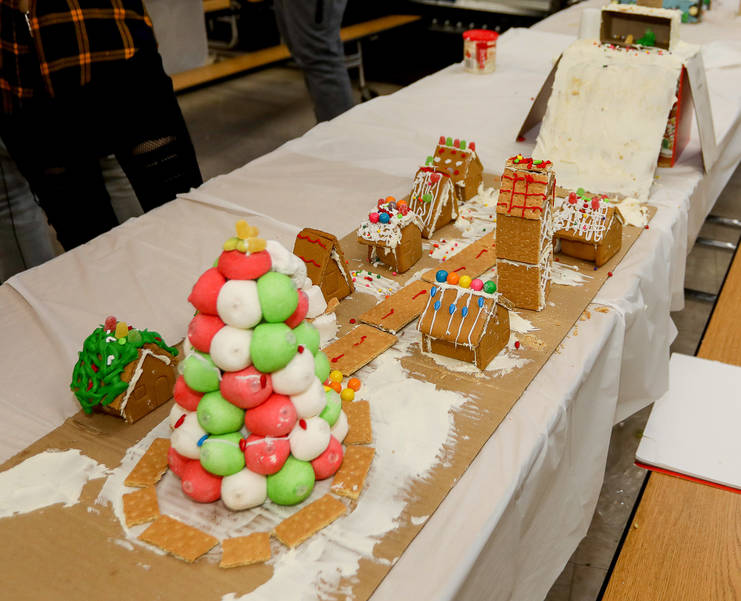GingerbreadCompetition-181213-005.jpg