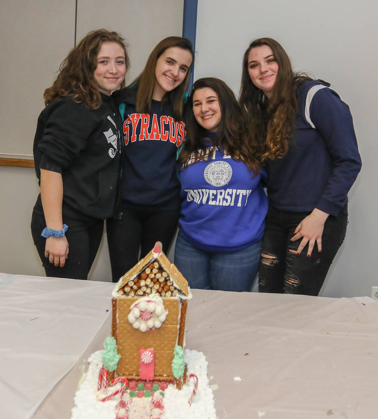 GingerbreadCompetition-181213-012.jpg