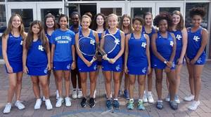 Carousel_image_0f46a38ea939b06230b8_girls_tennis_team_2018