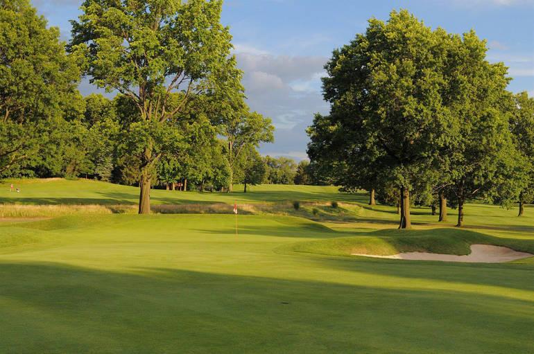 Suburban Golf Club Beckons.