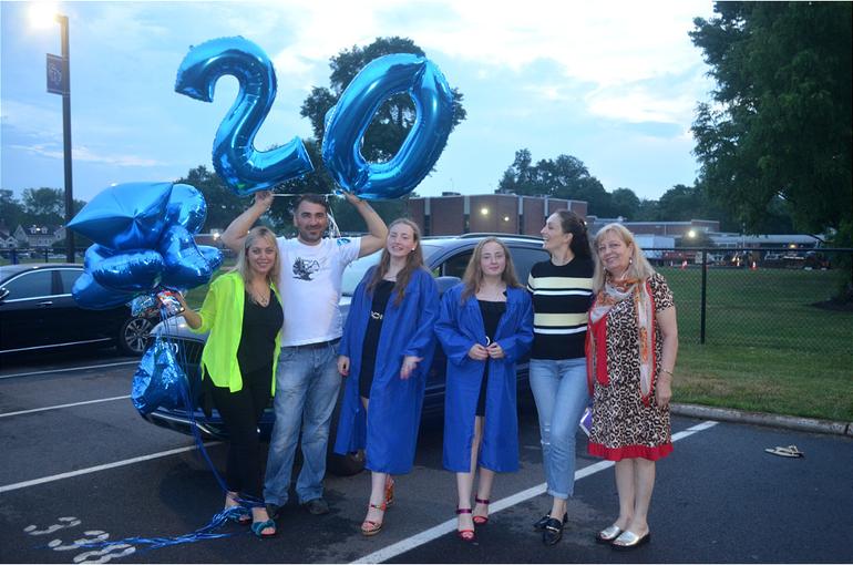 Grad - 20 balloon.png