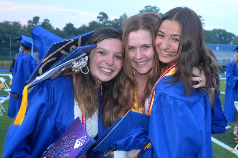 Grad - Three Girls.png