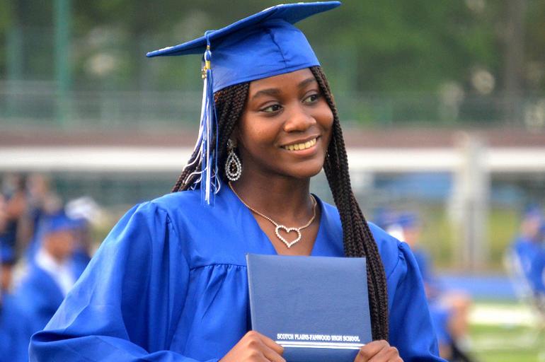 Grad - Black girl.png