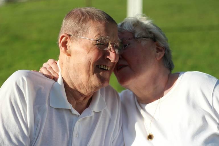 grandparents-3604134_1280.jpg