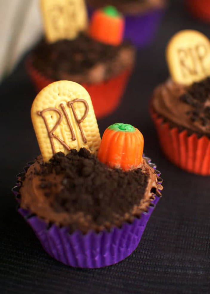 Graveyard Cupcakes.jpg