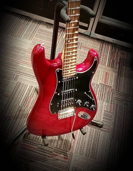 Top story e1fc9e8ed64a8b62bdde guitar