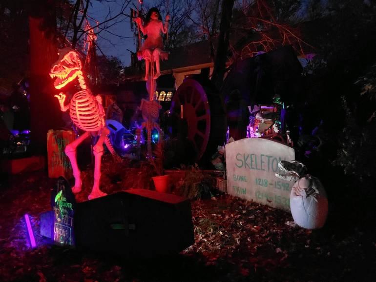halloween house 2019.jpg