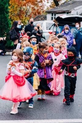 Carousel image 22be1ebda553f3f589ef halloween parade 23