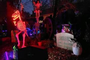 Carousel image 412ba28616971231a1e4 halloween house 2019