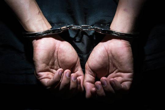 Top story 8fa04997182293411841 handcuffed