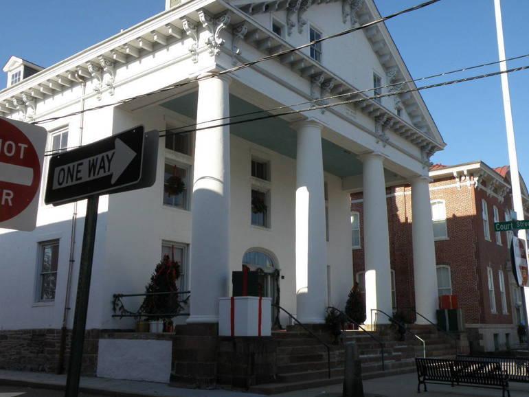 historic courthouse.JPG
