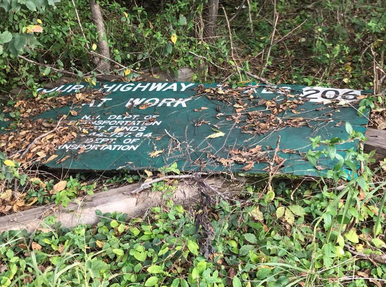 hillspixroute2065oldsign.jpg