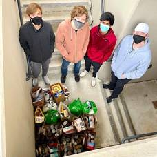 Hilltoppers Help Fill Shelves of Local Food Pantry