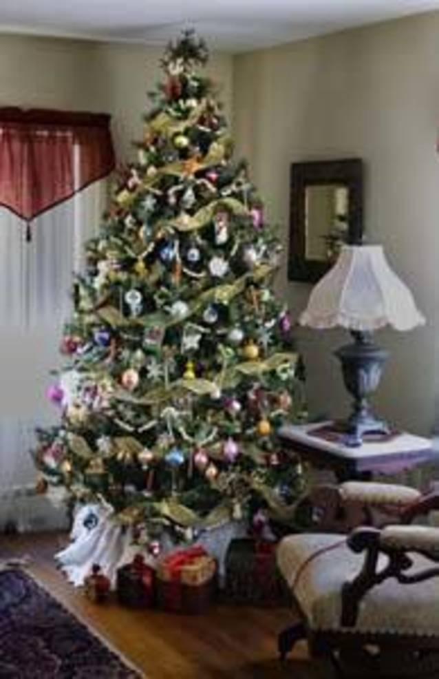 parlor holiday tree