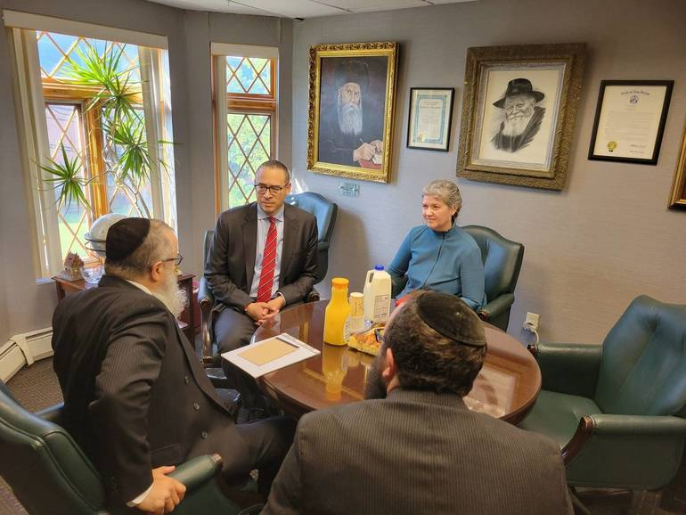 President Holloway Meets with Rutgers Jewish Leaders