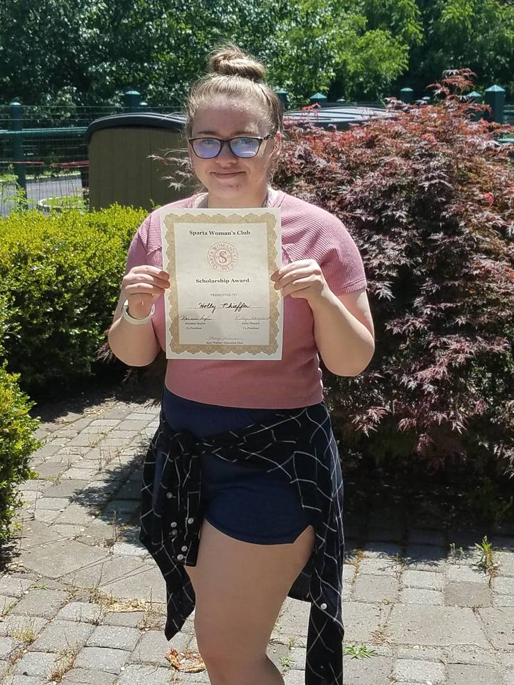 Holly Phiefer and certificate 2020, PSS.jpg