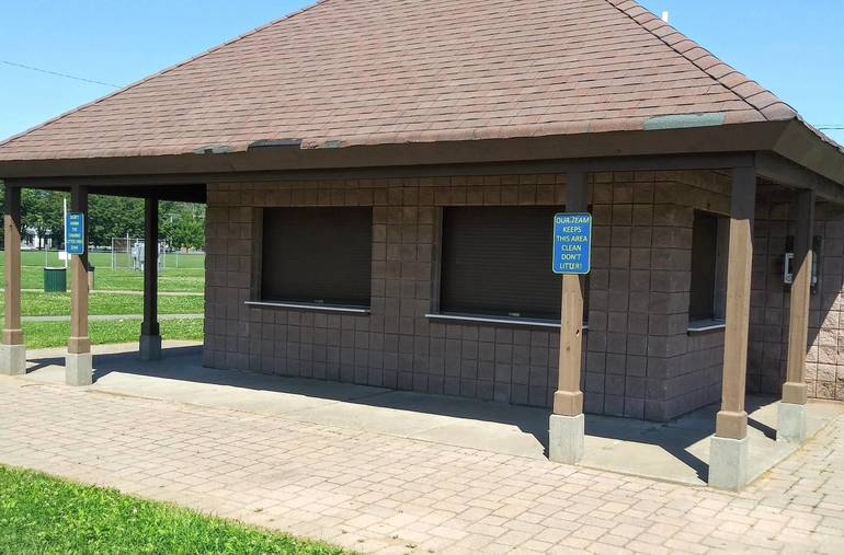 Horseshoe Lake Park concession stand.jpg