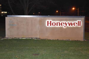 Carousel_image_ee017f2192561be12883_honeywell_sign