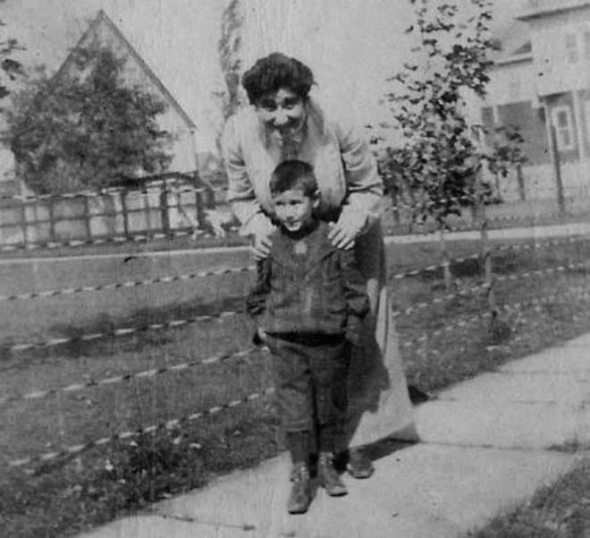 Hranoush and Rustem 1903 - Bey Family Album.jpg