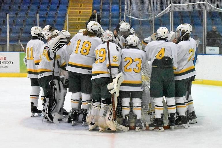 Ice Hockey Team 2019-2020.JPG