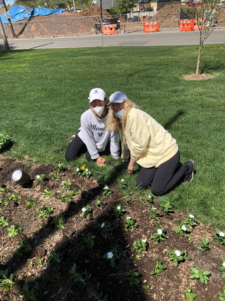 Veterans Memorial Park Gets Annual Sprucing Thanks to Deans Greens and Volunteers (Photo Gallery)