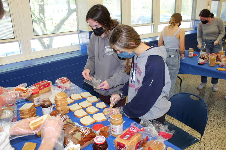 Interact Gives Back: Club Makes Sandwiches for Those in Need
