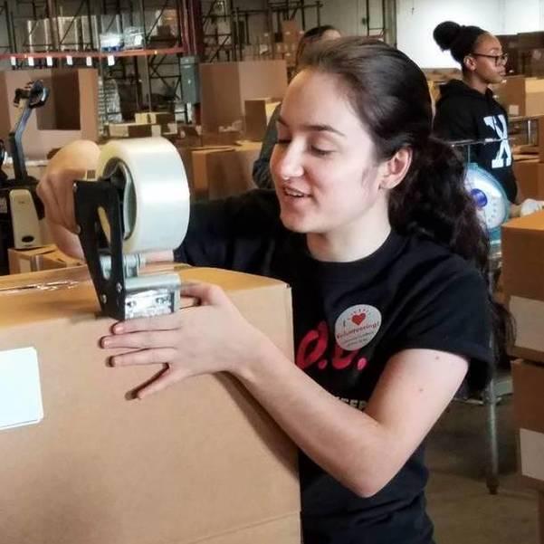 Seton Hall Student Broadcasters Volunteer at Community Food Bank