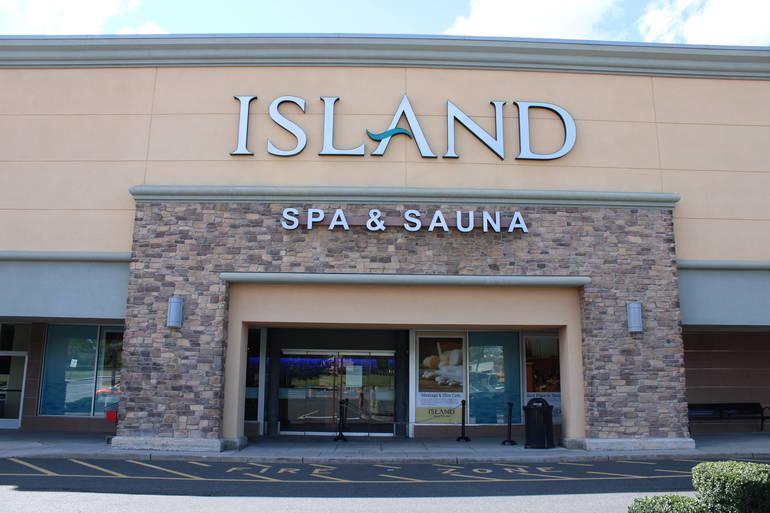 IslandSpaEntrance.JPG