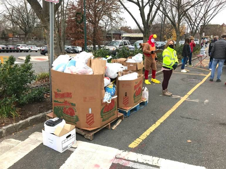 Summit Community Gobbles Up Opportunity to Set New Frozen Turkey Drive Collection Record
