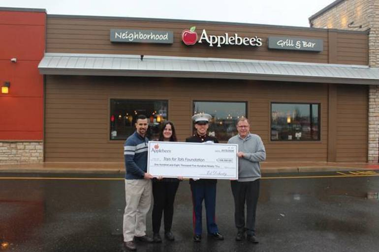 Applebee's Raises $108,590 For Toys For Tots