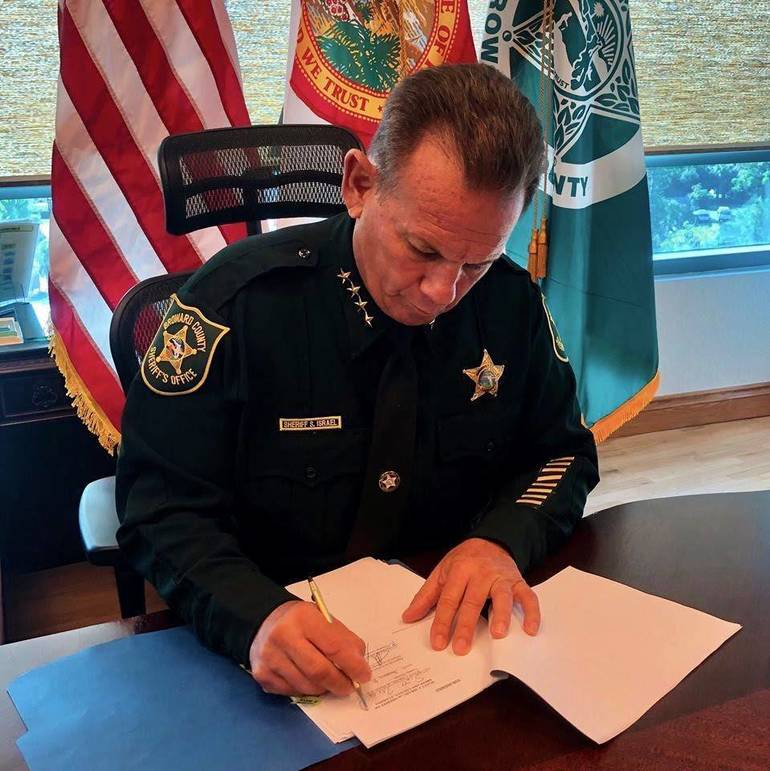 Sheriff Israel Signs Agreement with Broward County School District