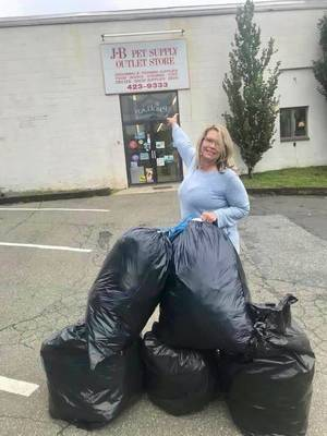 Glen Rock Dog Park Non-Profit Recycles a TON of Plastic – Literally!