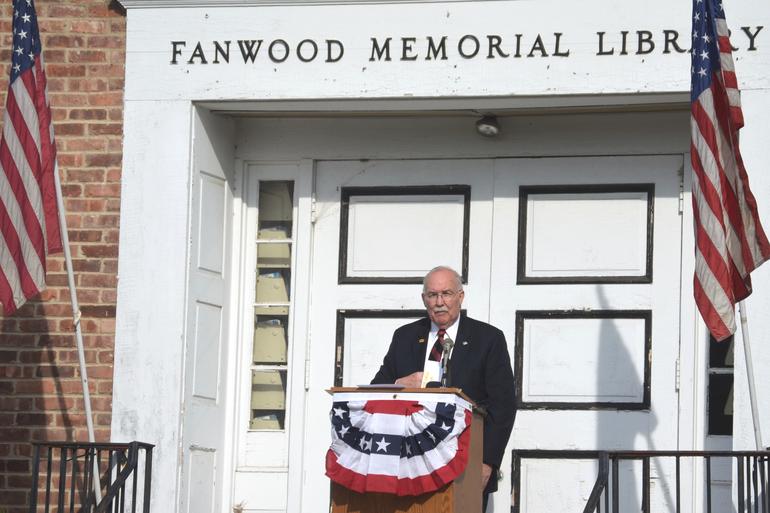 Joe McCourt leads Veterans Day ceremonies in Fanwood.