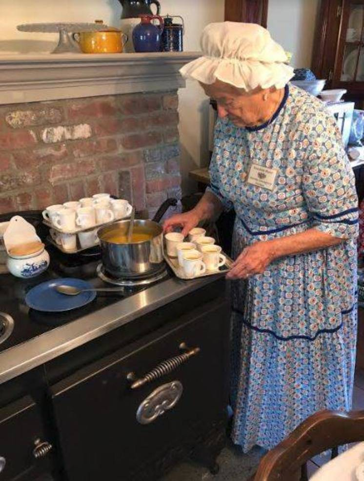 KIngsland Manor Colonial Day 2018 p.JPG