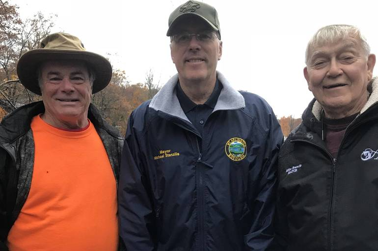 (left to right) Roxbury Mayor Mark Crowley, Mt. Arlington Mayor Mike Stanzilis and Hopatcong Mayor Mike Francis rolling up their sleeves for the lake-wide cleanup..jpg