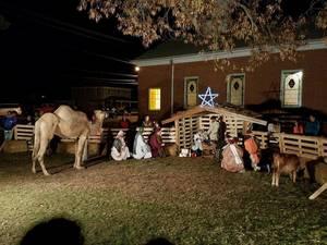 Carousel image 2e118169da585ccf9f54 live nativity perfect pic  002