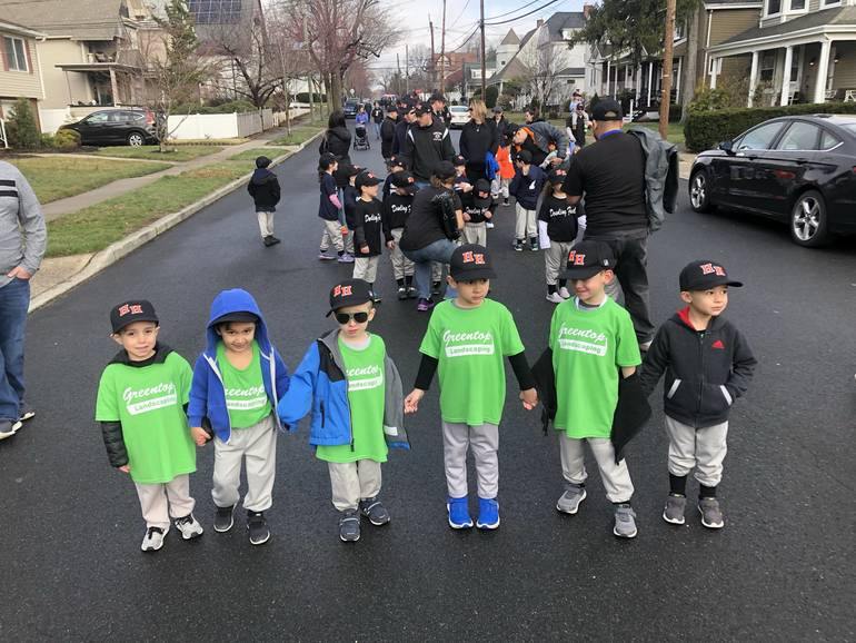 LLeaguers on parade route.jpg