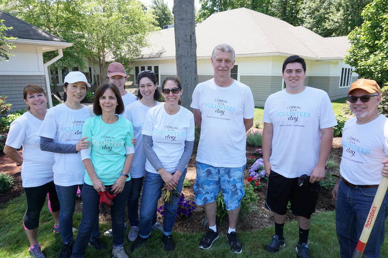 Volunteers Bring Smiles and More to Residents of Center for Hope Hospice in Scotch Plains