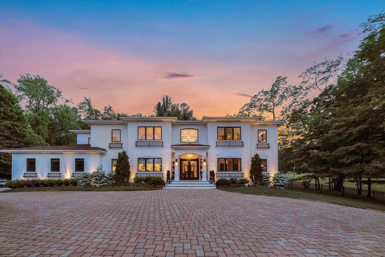 52 Spring Valley Road in Morris Township