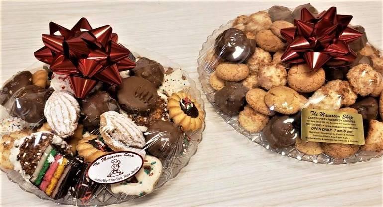 macaroonchristmascookieplattersTWO.jpg