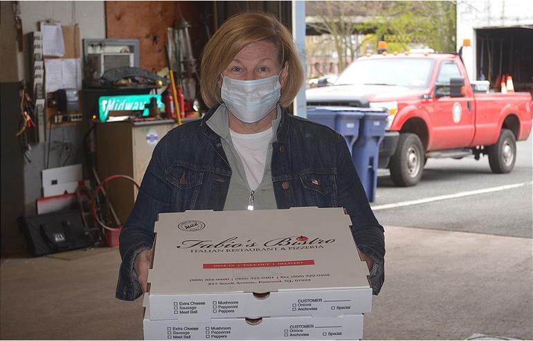 Mayor Colleen Mahr delivers Fabio's Pizza to Fanwood DPW.png