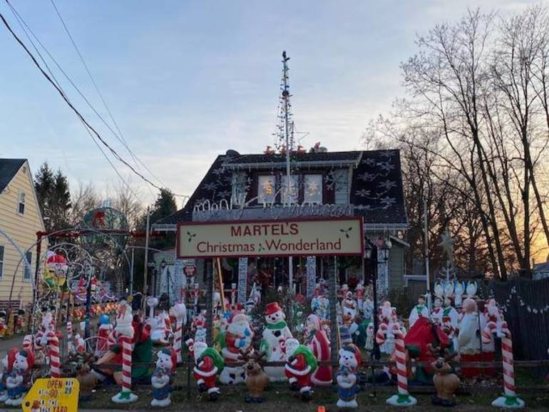 Martel's Christmas Wonderland to Sparkle on ABC's The Great Christmas Light Fight