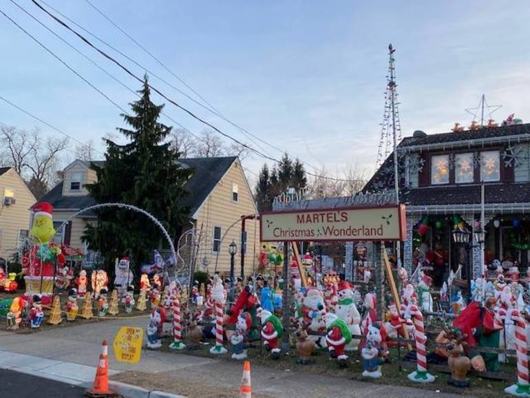 """Hamilton Holiday Mecca to be Featured on """"The Great American Light Fight"""""""