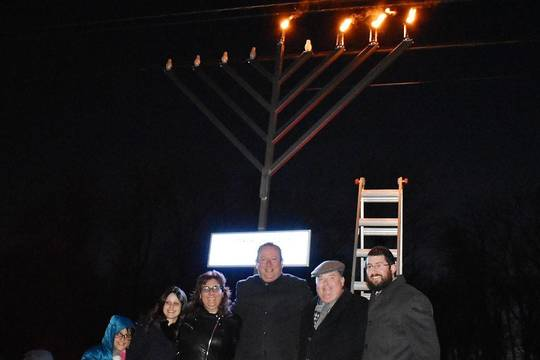Top story 2b3e0ef67418b3dbfe66 menorah lighting 01