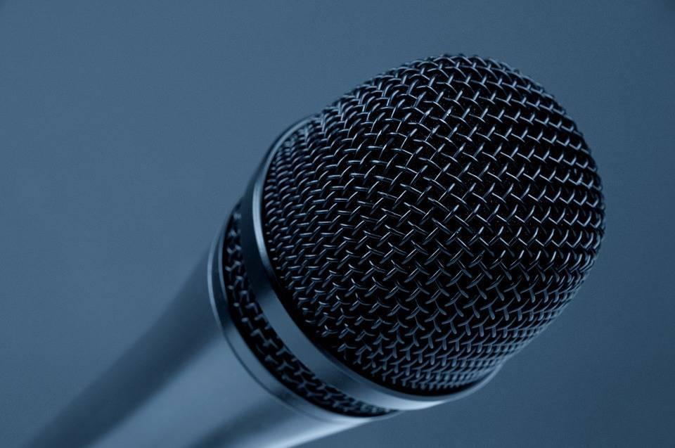 microphone-298587_960_720.jpg