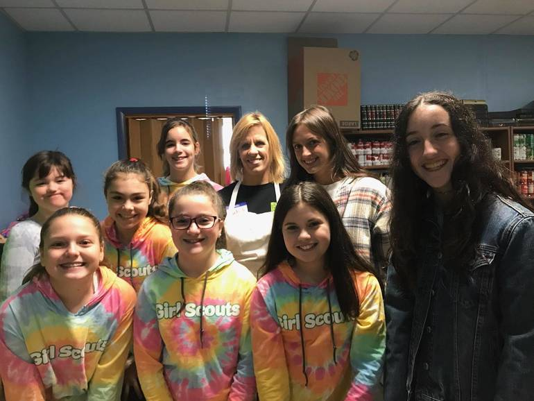 Michele Hart Loughlin, Division Director, Bergen County Department of Health Services with troop 5586scouts.jpg